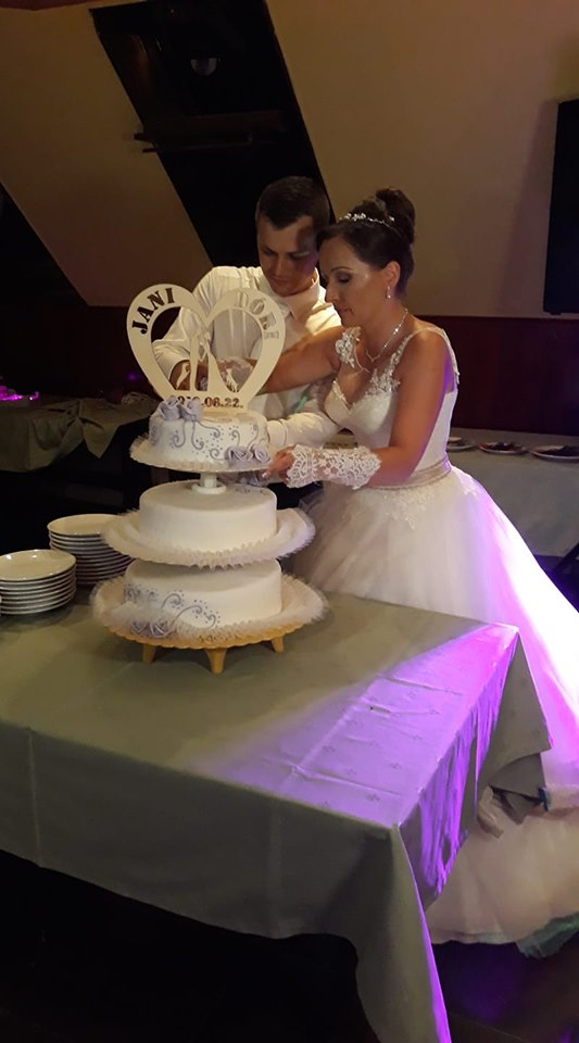Esküvőre egyedi tortadísz